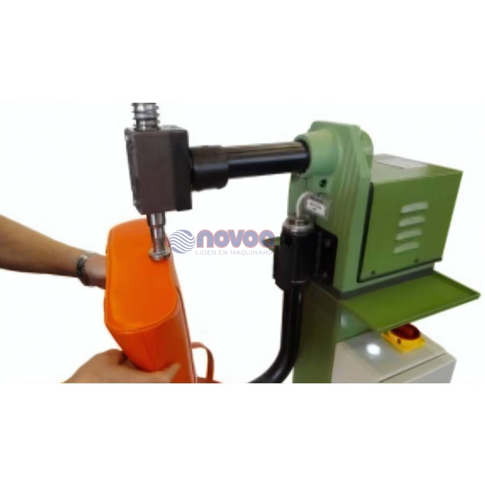 COLLI Mod. BS7. Máquina de martillar el fondo de la bolsa.