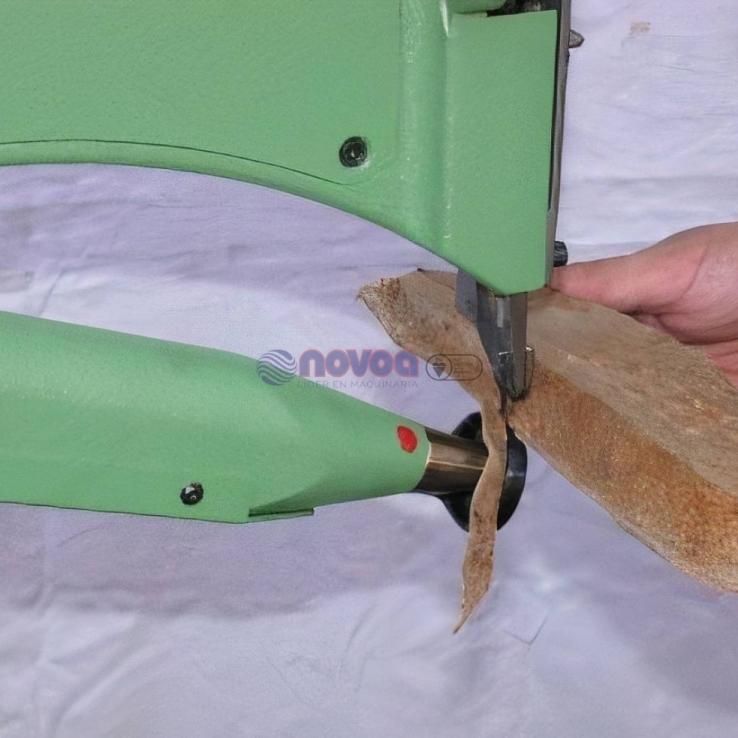 Colli Mod. GP1. Máquina de recortar suelas con columna.